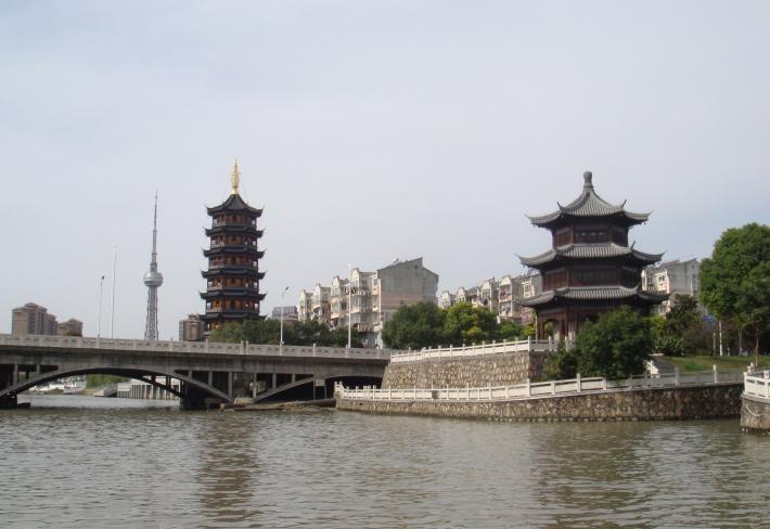 泰州梅凤城河风景区
