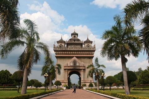 老挝 万象 琅勃拉邦-【尚·深度】老挝万象、万荣、琅勃拉邦6天*星享*品质之旅<民族歌舞表演,琅勃拉邦古城和尚布施,风味餐>