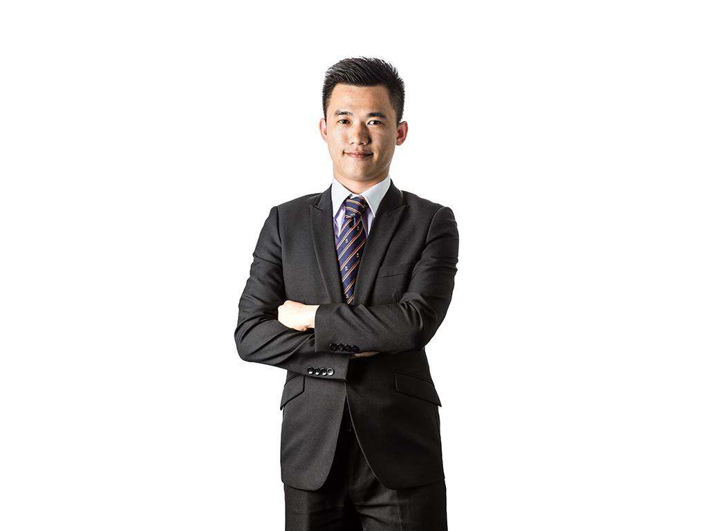 新锐导游李铿