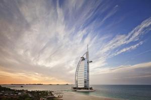 迪拜-【自由行】阿联酋迪拜6天*奢华尊享*机票+2晚住宿+机场接送*广州*等待确认<迪拜七星帆船酒店,迪拜卓美亚河畔酒店,阿联酋航空A380来回机票,迪拜机场专车接送机服务>
