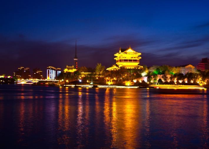 夜游凤城河