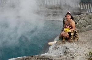 新西兰-【当地玩乐】新西兰 罗托鲁瓦法卡雷瓦雷瓦毛利村(Whakarewarewa)地热罕仪派体验(含门票).等待确认