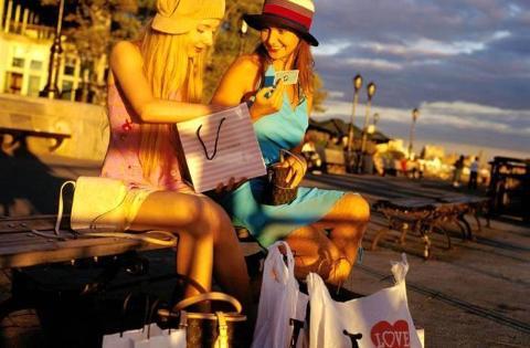 【当地玩乐】美国纽约Woodbury奥特莱斯购物之旅1日游.等待确认