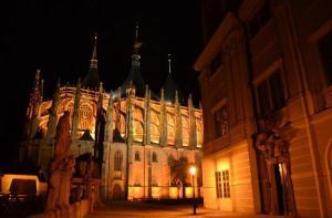 捷克-【当地玩乐】捷克 波西米亚水晶+圣芭芭拉大教堂 9小时畅游(布拉格往返 中文服务).等待确认