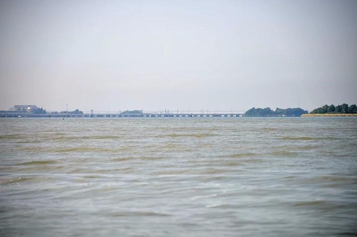 岛屿之间由桥梁相连