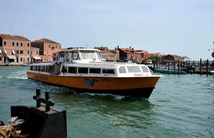 14:55 从穆拉诺岛乘船返主岛码头