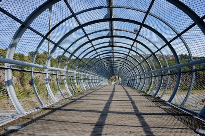 加油站有一个人行天桥