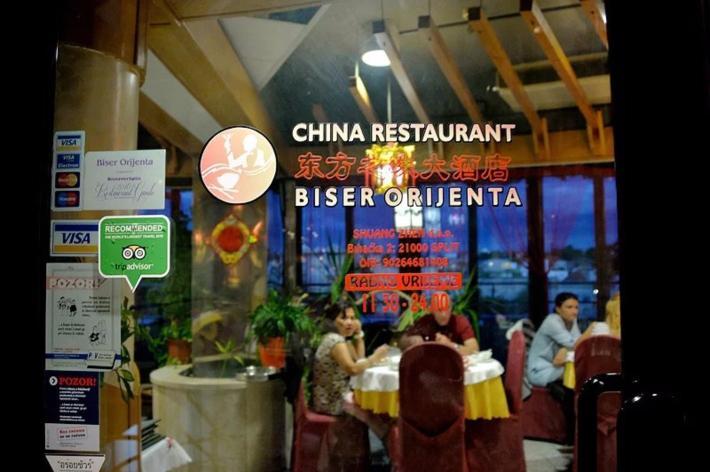 19:40在东方之珠大酒店餐厅晚餐(当然是中国餐)