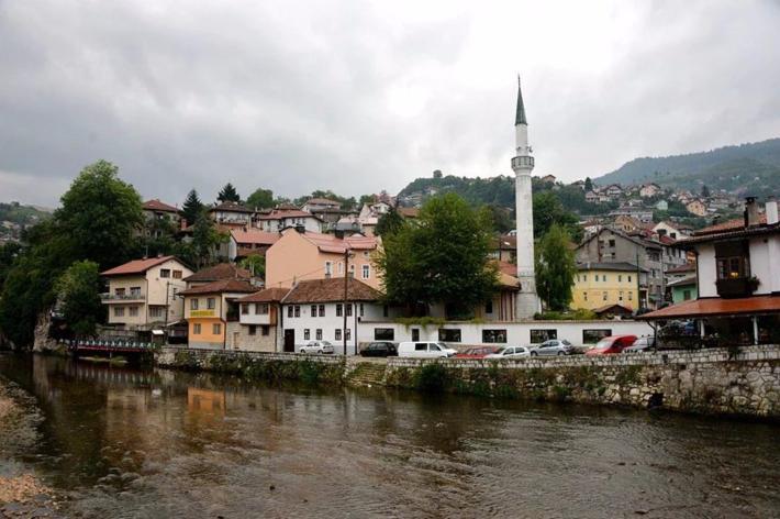 波斯尼亚河的支流米里雅茨河(Miljacka)