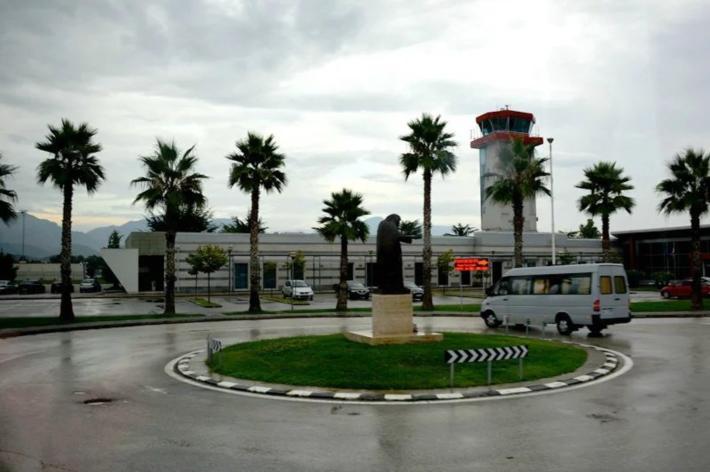 地拉那特蕾莎修女国际机场