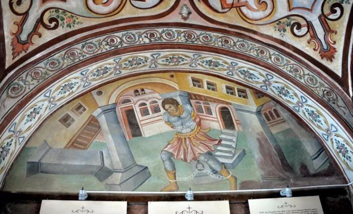 门洞两侧的壁画