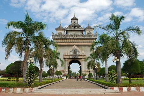 老挝万象、万荣、琅勃拉邦6天.占巴花接机.老挝民族歌舞餐.升级一晚超豪华酒店