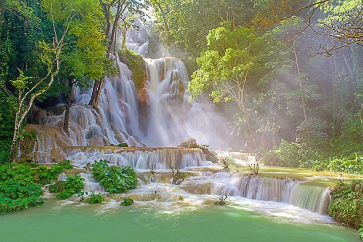 【尚·博览】老挝万象、万荣、琅勃拉邦6天*玩转老挝<全程三飞,占巴花接机,老挝民族歌舞餐,升级一晚超豪华酒店,遗产城市一琅勃拉邦>