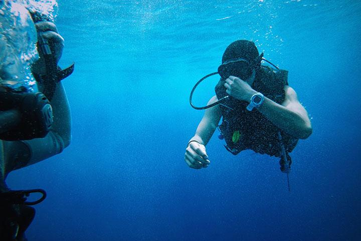 【潜水考证】美娜多5/6天*初级潜水员考证*广州往返*等待确认<专业教练教学,专业装备配备,免签证>