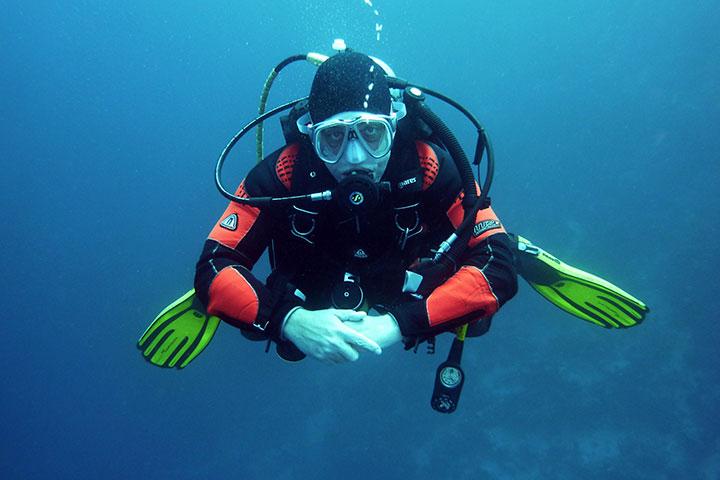 【潜水考证】美娜多5/6天*初级或进阶潜水员考证*广州往返*等待确认<权威教练教学,专业潜水装备,一人成行免签证>