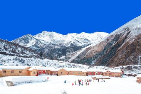 四川成都双飞6天.鹧鸪山滑雪.峨眉金顶赏雪.达古冰川都江堰