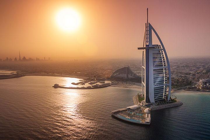 【典·博览】阿联酋迪拜、阿布扎比5-7天*帆船美食<棕榈岛轻轨列车,谢赫扎伊德清真寺,广州或深圳或香港出发>