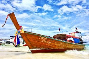 【典·博览】泰国普吉5天*游艇珍珠岛<升级一晚超豪华海边酒店,热带水果园,天空漫步丛林下午茶,拉崴海鲜市场>