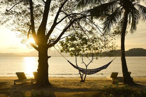 【自由行】馬爾代夫(LUX島)6天*機+酒*廣州/香港往返*等待確認<全島免費wifi、中文服務,親子、蜜月、內陸飛機+快艇上島/水上飛機>