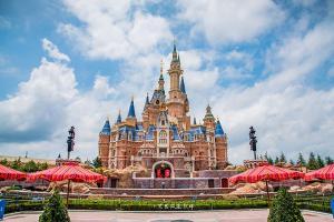 上海幔麓酒店·杨小姐的花园(含早)+上海迪士尼乐园成人【1日】门票(等待确认)